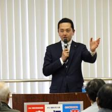 藤崎浩太郎市政報告会を山内地区センターで開催しました。