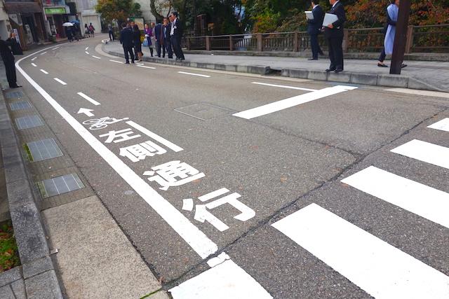 金沢市自転車走行指導帯
